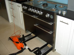 Using an air sledge to remove a heavy cooker
